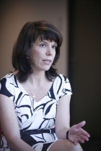 """""""A Fidesz lemond ezekről a rétegekről"""" – Szikra Dorottya szerint enyhíteni kell a nőkre nehezedő nyomást"""